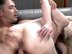 Old blonde bitch gets her gaping cunt fucked