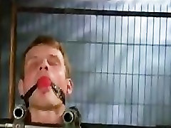 Du suvaržytas gėjų gauna flogged ir dicks virpėjo