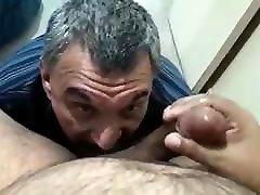 lokys tėtis gėrimų padengia pieno