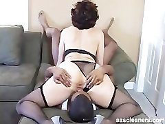 Oldie mistress is horny while having her anal hijra sex hole licked