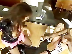 Lesbian divas v stiletto škornji in fishnets