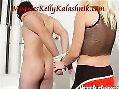 Gospodarica Kelly Kalashnik doprsna kipa kroglice