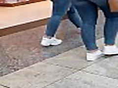 2 Jeans Bootys walk in Public