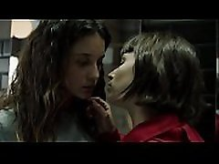 Money Heist S1 Ep8 - Kiss between Mar&iacutea Pedraza &Uacutersula Corbero