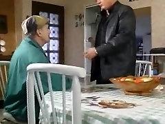 francoska ženska traja 2 starejši moški
