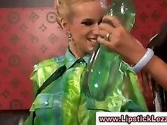 Riietatud euroopa lesbos babes saada ligunenud ja ribad