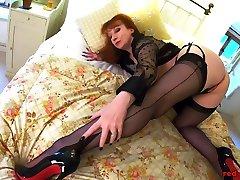 Redhead xxx veido garil Red sune loan saxy xxx gets off with her toy