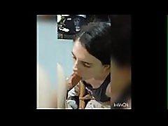 Cute brunette avale son sperme devant une cam&eacutera amateur