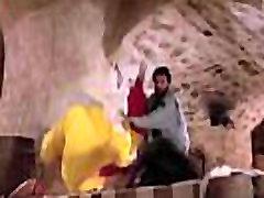 madhuri prisiljena v yellow saree