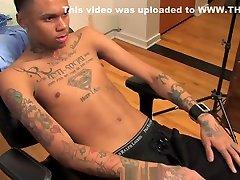 must reede valik: chris, jeune black tatoue et grosses giclees
