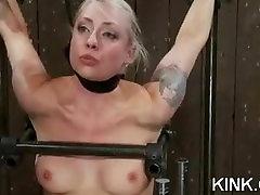 Busty hot sexy babe sa do poslušný otrok