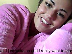 amateur-je me masturbe sur mon oreiller ã peine rã©veiller et je jouie