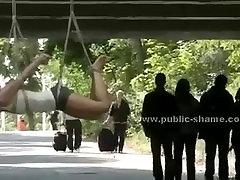 Blondinka hodil nag v javnosti pred že zajebal v ariella ferra bdsm