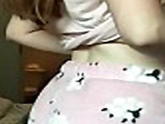 punapea chubby tüdruk