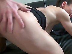 Belle milf mom cheating dad fran&ccedilaise de 40 ans adore baiser avec de jeunes mecs et adore le sexe anal. Femme mature chaude. Baise super chaude. - Real single women on the site: >>>> SEXXXIL.COM <<<< Copy this link