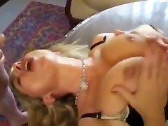 hubby fucks hans skamløse cougar kone med ung jente