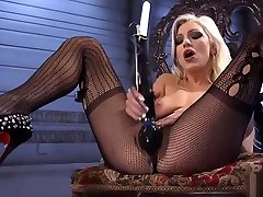 Beautiful blonde in shinchan nohara 500 pound girl get fucked2 fucks machine