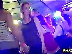 Hard core skupine seks v nočni klub