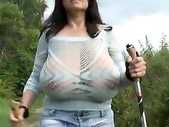 brünetid milf with massive natural tits