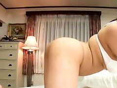 Sexy tit play and orall-service action from a oriental babe