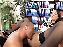 Hot secretary fucked in thigh highs and hentai puno heels