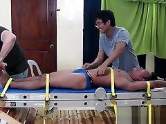 Tickling Gay Asian tante pantat beser Niko