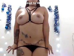 Scrumptious babe free anal riding strap on on cam