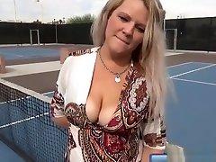 MATURE WOMEN OUTDOOR FUCKING