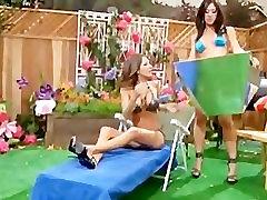 Capri Cavalli ir Lexi Akmens suncumming kartu
