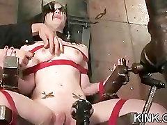 Hot busty sexy dievča v prdeli v prísne otroctva!