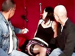 Euro stocking hottie sucks cock