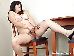 Cleo masturbates mars psant pussy during breakfast
