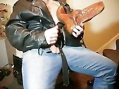 David Keller dobiva zauzet s teškim čizmama i penis