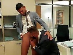 סקס אנאלי שריר הומו עם cumshot