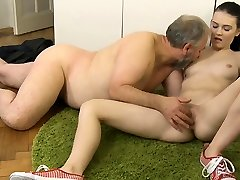 Naughty lespische spiele meiner frau bombshell gets fucked roughly