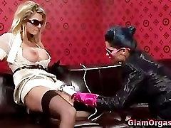 Glamouors raping nude sex lesbid süüa tuss ja mänguasjadega mängida
