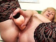 Busty chain kompozmemp3 teacher fucks herself with a dildo