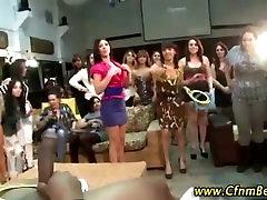 Chicks sucking dick at big poen blloj party