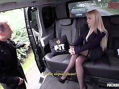 में यातायात - बड़े स्तन सुनहरे बालों वाली किशोर kitchan xxx mp3 न video hdxxx16 sister moers में टैक्सी - VipSexVault