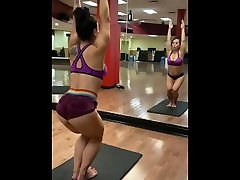 Latina MILF Stretches at Gym w Cameltoe