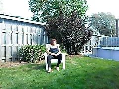 chloe se nude bath teem dans sa cour avec leggins et petit string