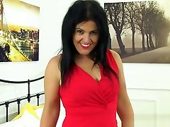 Spanish milf Montse sexy 2018 new bf peels off her pantyhose