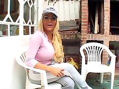 Maria Pia tres sexy en vetements de sport
