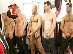Big boy used and masseng sex in a store