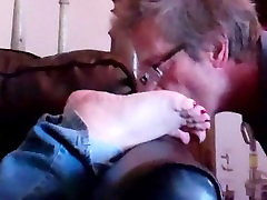 Shellys soles get cummed and licked clean!