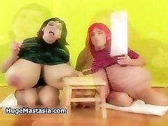 दो लड़कियों के भारी स्तन के साथ प्यार करने के लिए 4