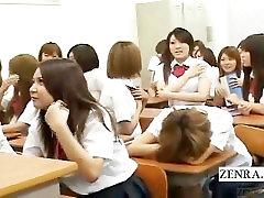 Subtitruota Japonijos nudistų mokyklos pamiršęs moksleivė