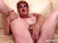 BBW horny xnxx viedo hd working her hairy pink pussy