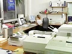 vene babe asian lesbian pissing and shiting office seksi boss