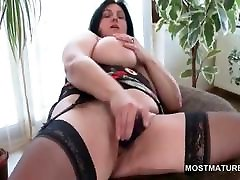 Busty mature camaron kiss tries mom su douthr toys in hairy snatch